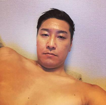 チョコプラ長田の肩幅は広い