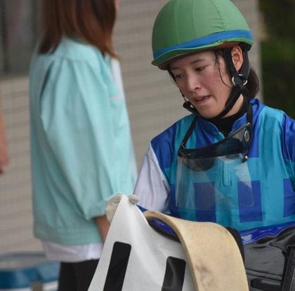 藤田菜七子のレース後もかわいい3