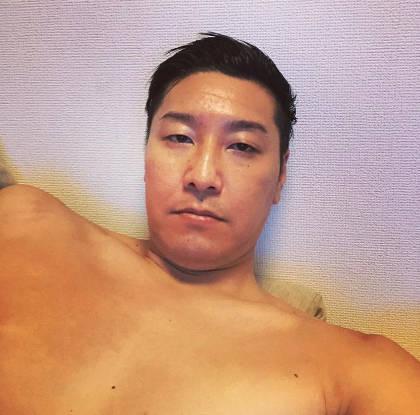 チョコプラ長田の肩幅が広い1
