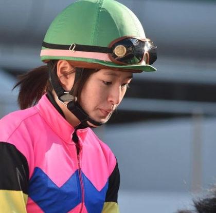 藤田菜七子のマジ顔がかわいい3