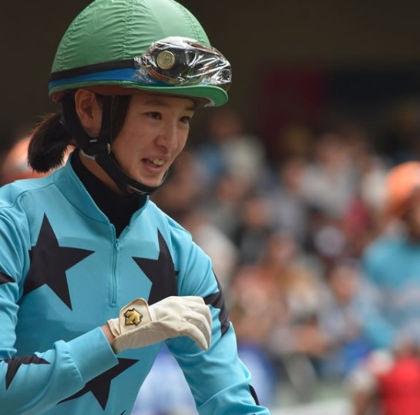 藤田菜七子のジョッキー姿の笑顔もかわいい3