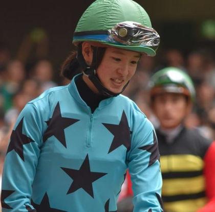 藤田菜七子のジョッキー姿の笑顔もかわいい2