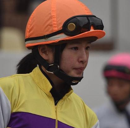 藤田菜七子のマジ顔がかわいい1