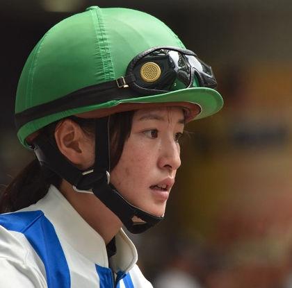 藤田菜七子のマジ顔がかわいい5